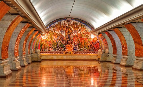 Classic City Tour of Moscow with Metro and Kremlin Excursion